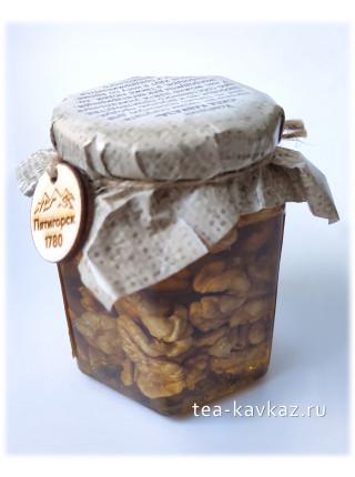 Грецкий орех в мёде (240 г)